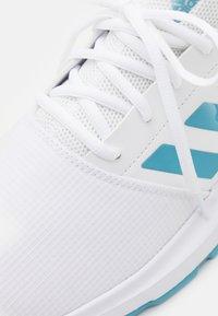 adidas Performance - GAMECOURT  - Zapatillas de tenis para todas las superficies - footwear white/haze blue/halo blue - 5