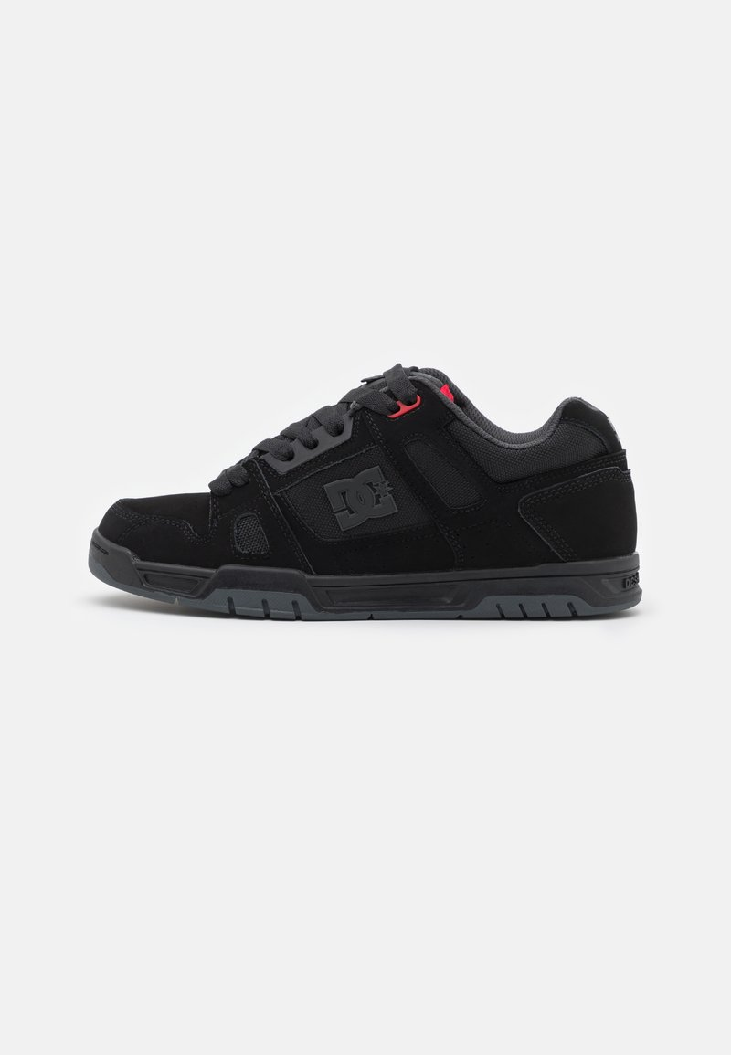 DC Shoes - STAG UNISEX - Skate shoes - black/grey/red