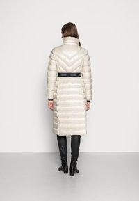 Calvin Klein - LOFTY COAT - Down coat - bleached stone - 3