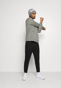 Nike Performance - CREW STANDARD FIT - Sweatshirt - dark grey heather/black - 1