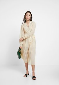 Miss Selfridge - TIERED DOBBY DRESS - Abito a camicia - nude - 2