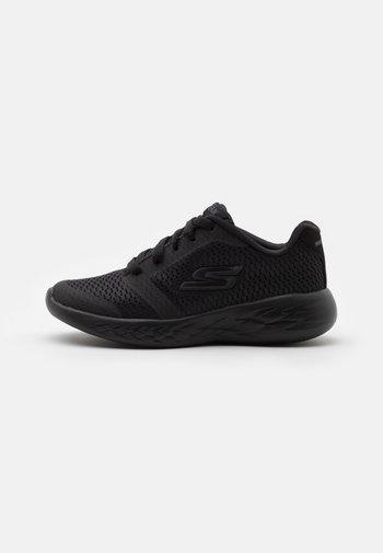 GO RUN 600 ZEETON UNISEX - Neutral running shoes - black