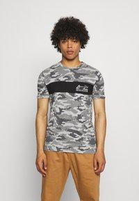 Brave Soul - GECKO - Print T-shirt - grey/ jet black/optic white - 0