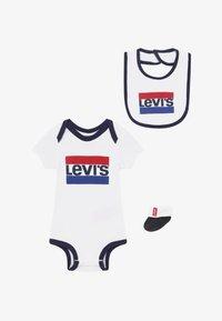 Levi's® - CLASSIC SPORTSWEARLOGO SET - Baby gifts - white - 2