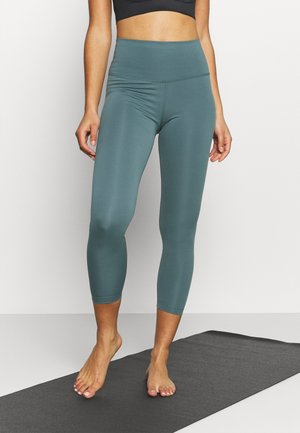 THE YOGA 7/8 - Medias - hasta/dark teal green