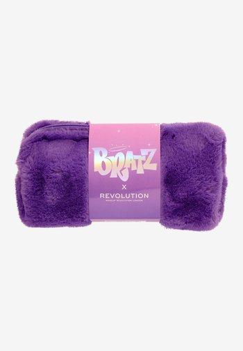 REVOLUTION X BRATZ BAG - Makeup accessory - -