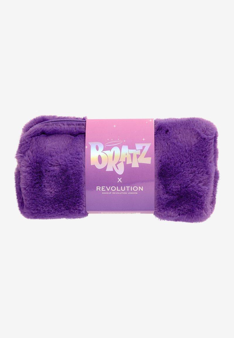 Makeup Revolution - REVOLUTION X BRATZ BAG - Beauty-accessoire - -