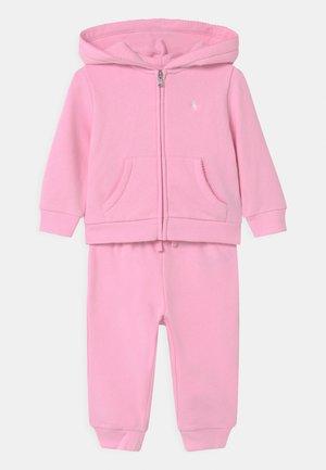SET - Tracksuit - carmel pink