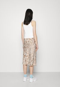 BDG Urban Outfitters - PICOT TRIM VEST - Topper - white - 2