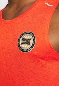Nike Performance - MILER TANK - T-shirt sportiva - team orange/gelati/reflective silver - 4