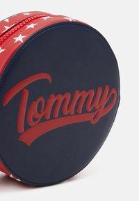 Tommy Hilfiger - AMERICANA CROSSOVER - Skuldertasker - blue - 3