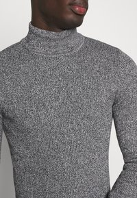 Pier One - MUSCLE FIT TURTLE - Pullover - mottled grey - 5