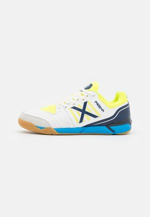 PRISMA - Indoor football boots - white/blue/lime green