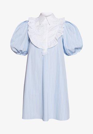 DRESS - Blusenkleid - rigato fondo azzurro/bianco