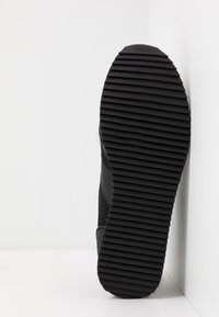 EA7 Emporio Armani - Zapatillas - black/white - 4