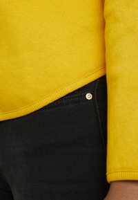 ONLY - ONLNEO COWLNECK - Mikina - golden yellow - 3