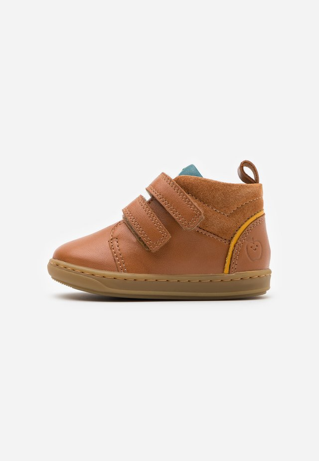 BOUBA BOY - Bottines - camel/duck/mais