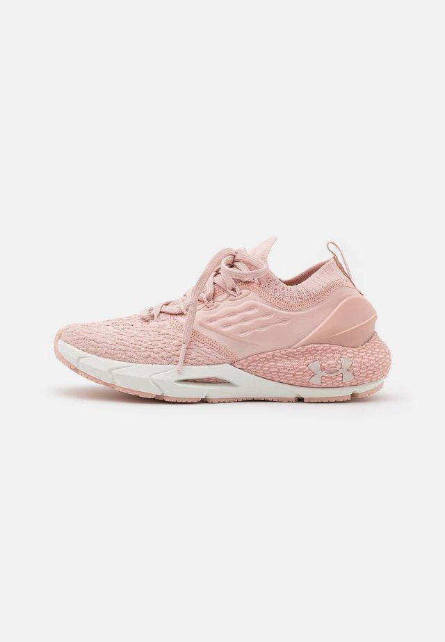 PHANTOM - Stabilní běžecké boty - particle pink