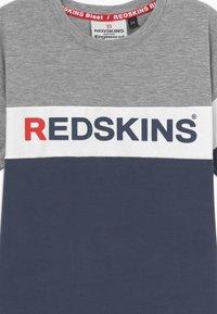 Redskins - KIDY - Print T-shirt - grey/navy - 3