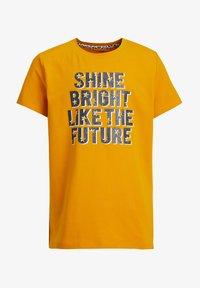 WE Fashion - MET GLITTEROPDRUK - Print T-shirt - ochre yellow - 0