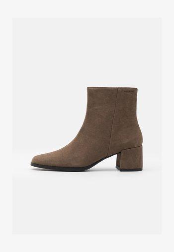 STINA - Kotníkové boty - dark mud