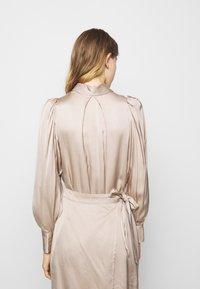DESIGNERS REMIX - GIULIA SHORT DRESS - Cocktail dress / Party dress - beige - 3