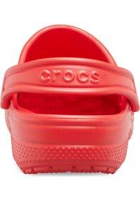 Crocs - CLASSIC UNISEX - Badsandaler - flame - 2