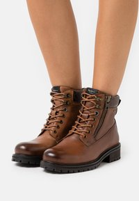 Pepe Jeans - MELTING WOODLAND STAR WOMAN - Lace-up ankle boots - tan - 0