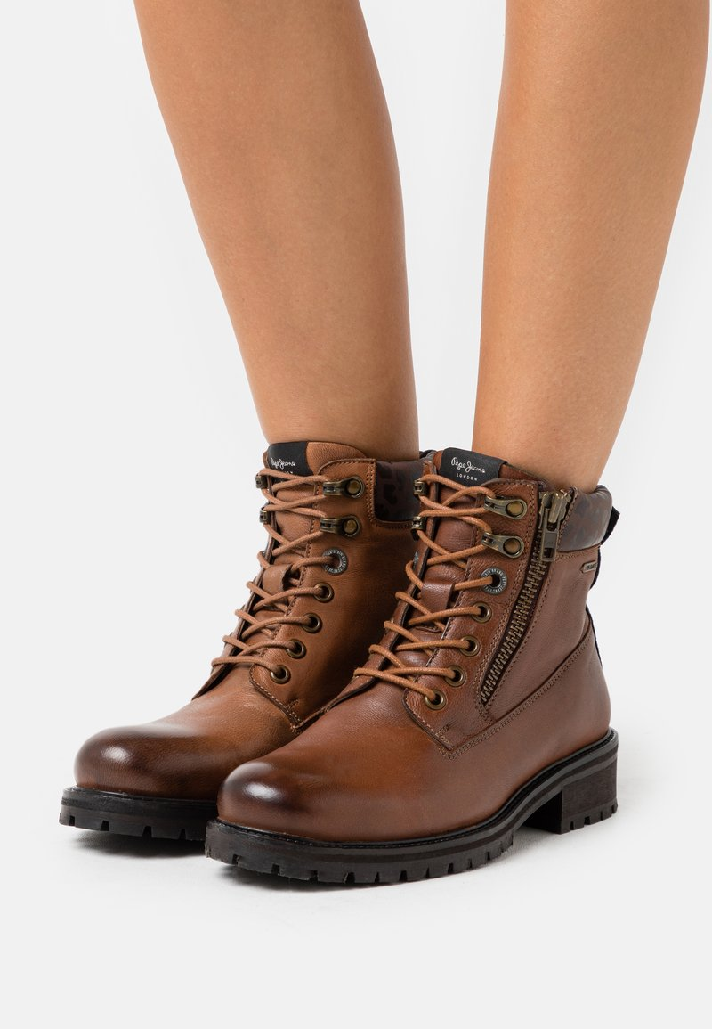 Pepe Jeans - MELTING WOODLAND STAR WOMAN - Lace-up ankle boots - tan