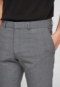 s.Oliver BLACK LABEL - MIT HYPERSTRETCH - Suit trousers - grey - 4