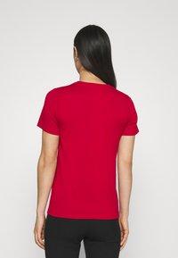 Hollister Co. - TECH CORE - Print T-shirt - red - 2