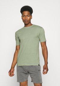 Newport Bay Sailing Club - 5 PACK - Basic T-shirt - lilac/light yellow/sage green/grey marl/off white - 4