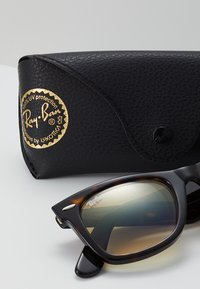 Ray-Ban - ORIGINAL WAYFARER - Aurinkolasit - crystal brown gradient - 3