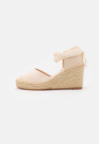 Platform heels - creme