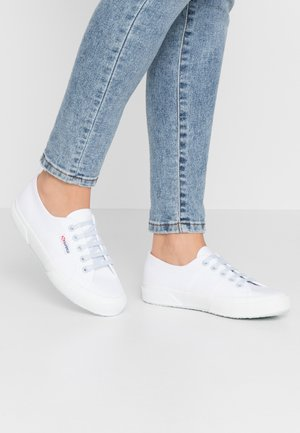 2750 - Tenisky - white/blue/light crysta
