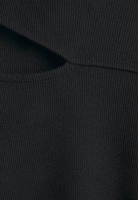 Forever New - CUT OUT DRESS - Žerzejové šaty - black - 6