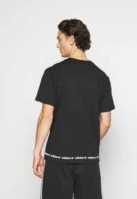 adidas Originals - LINEAR REPEAT UNISEX - Print T-shirt - black - 2