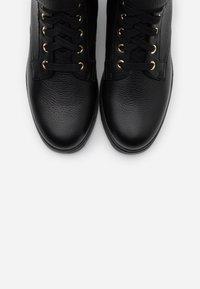 Liu Jo Jeans - NEW NANCY  - Botki sznurowane - black - 5