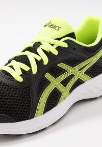 ASICS - JOLT 2 - Zapatillas de running neutras - black/safety yellow - 5