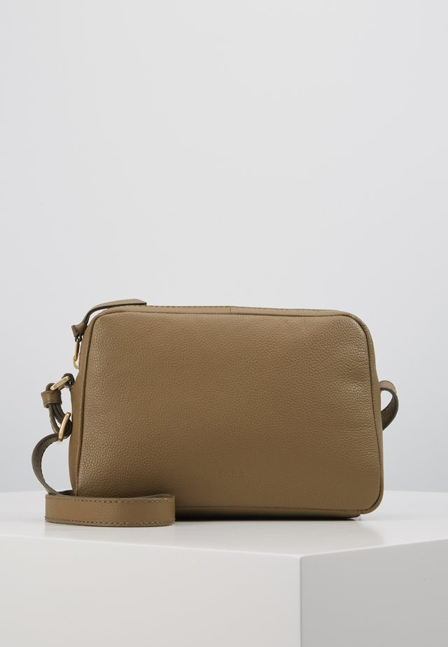 CARY CROSS SHOULDER - Skuldertasker - olive