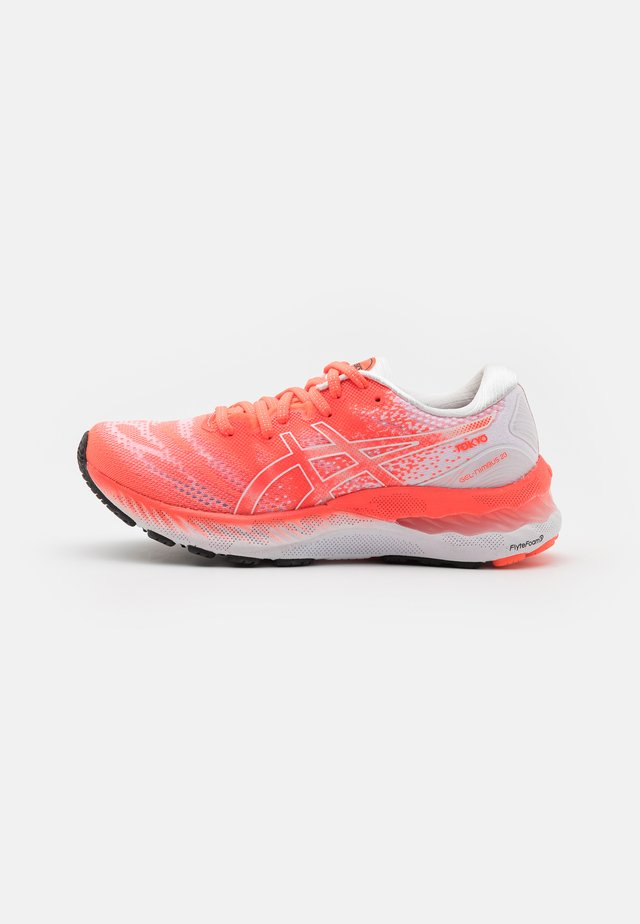 GEL-NIMBUS 23 TOKYO - Neutral running shoes - white/sunrise red