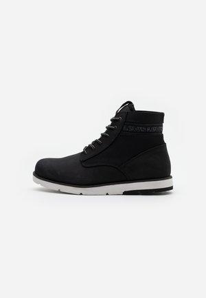 JAX XLITE - Šněrovací kotníkové boty - regular black
