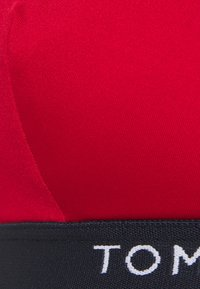 Tommy Hilfiger - CORE SOLID LOGO TRIANGLE FIXED - Horní díl bikin - primary red - 5