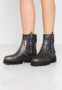 Alma en Pena - Platform ankle boots - pewter - 0
