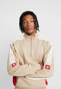 adidas Originals - MODULAR - Sweatshirt - hemp/white/power red - 3