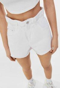 Bershka - Denim shorts - nude - 3