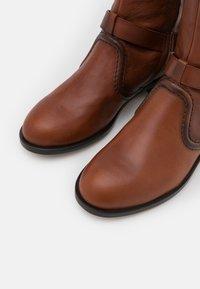 Alberta Ferretti - RIDING - Kovbojské/motorkářské boty - brown - 4