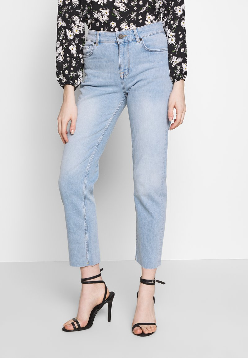 Noisy May - NMJENNA - Džíny Relaxed Fit - light blue denim