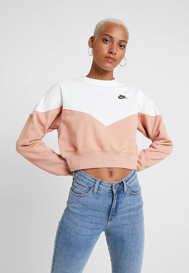Nike Sportswear - W NSW HRTG CREW FLC - Sweatshirt - rose gold/sail/black