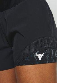 Under Armour - PROJECT ROCK TRAIN SHORTS - Pantalón corto de deporte - black/summit white - 4